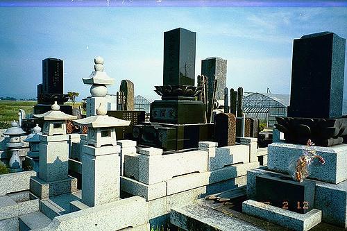 豪勢な作りの墓